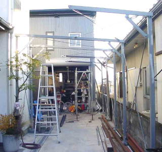 自転車屋 自転車屋根自作 : バイクガレージ 自作 パイプ